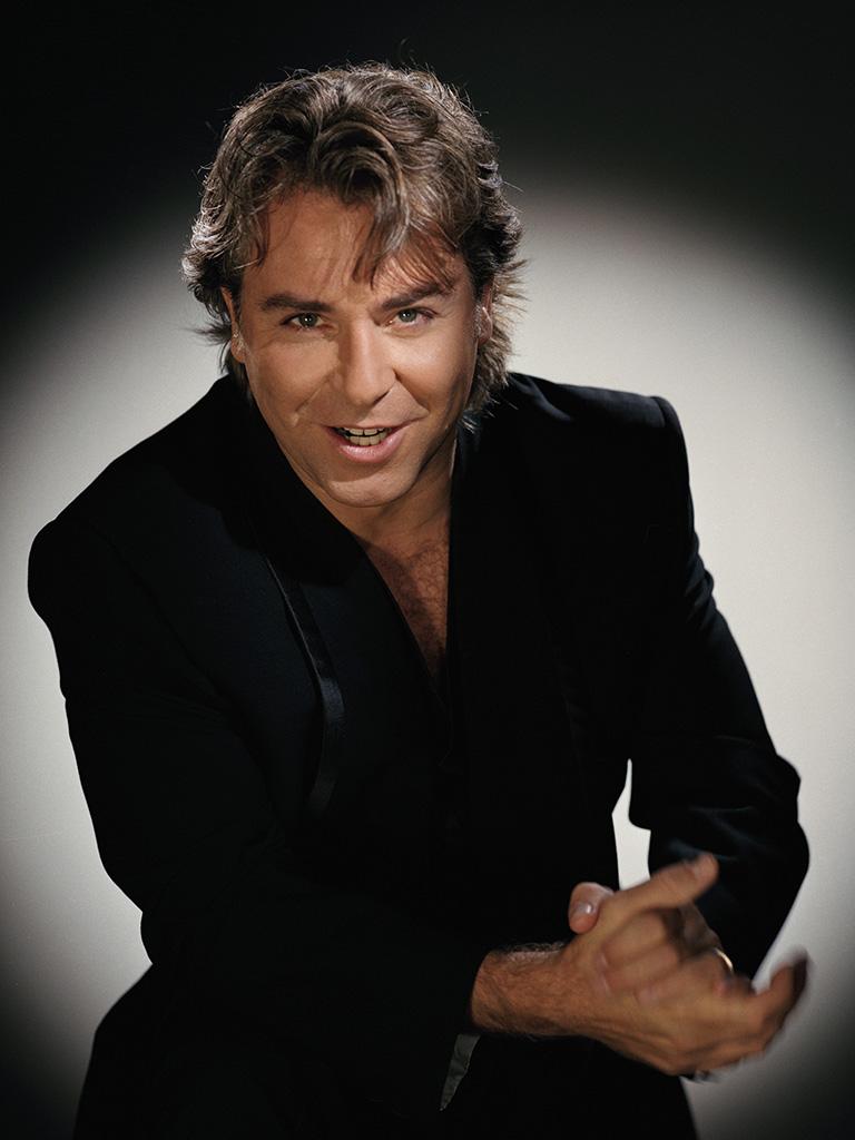 Roberto Alagna, que abandonó en 2006 el escenario cuando fue abucheado mientras cantaba «Aida», iba a regresar al teatro milanés, pero lo ha cancelado: «Es superior a mis fuerzas». María Callas, Pavarotti o Caballé tampoco se libraron