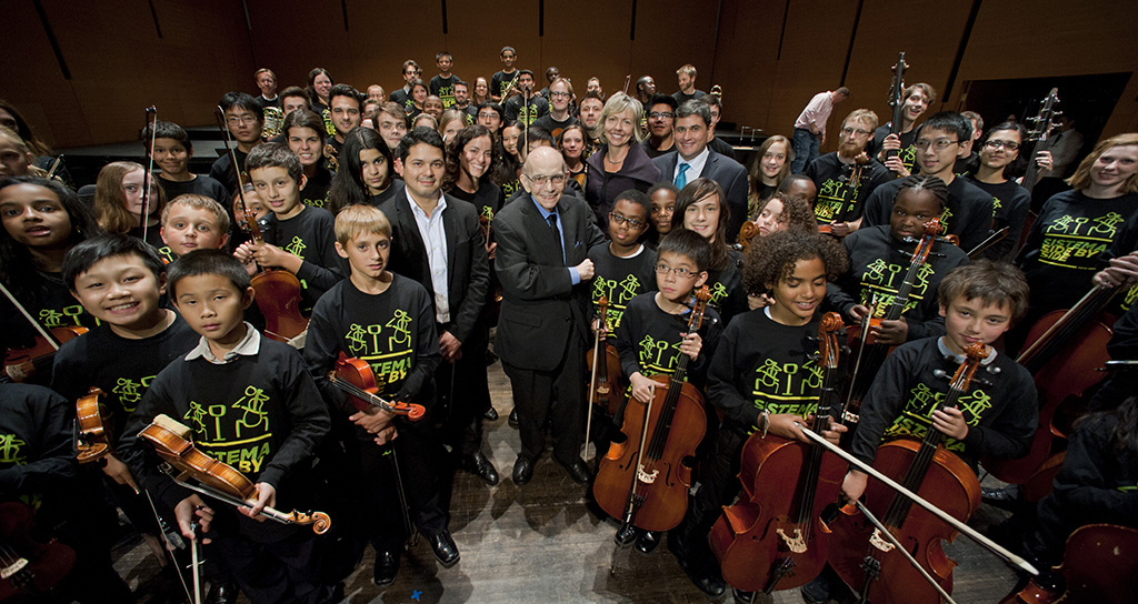 Maestro José Antonio Abreu, fundador de El Sistema,recibe an honorary doctorate degree from Bard College Saturday September 20, 2014, at The Richard B. Fisher Center for the Performing Arts at Bard College in Annandale-on-Hudson, N.Y. (Karl Rabe photo)