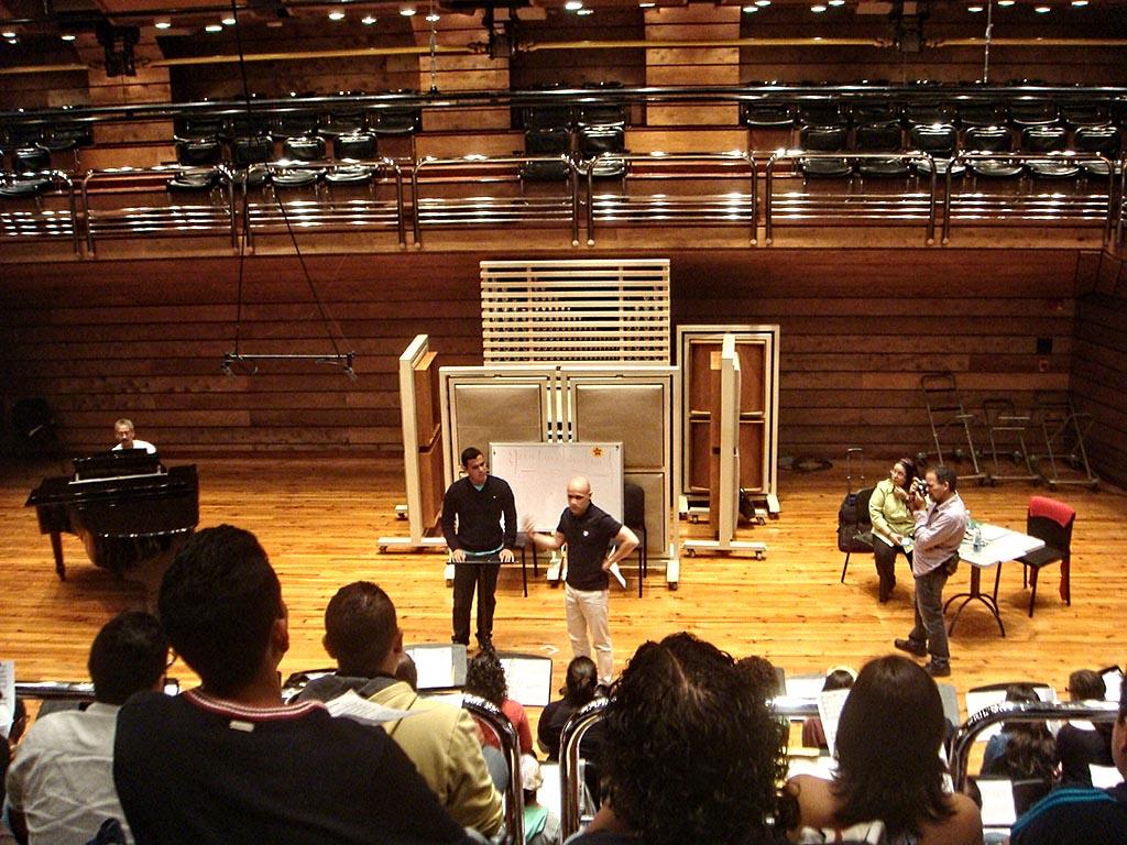 Maestro Josep Vila ensayado con el Coro Nacional Juvenil Simón Bolívar