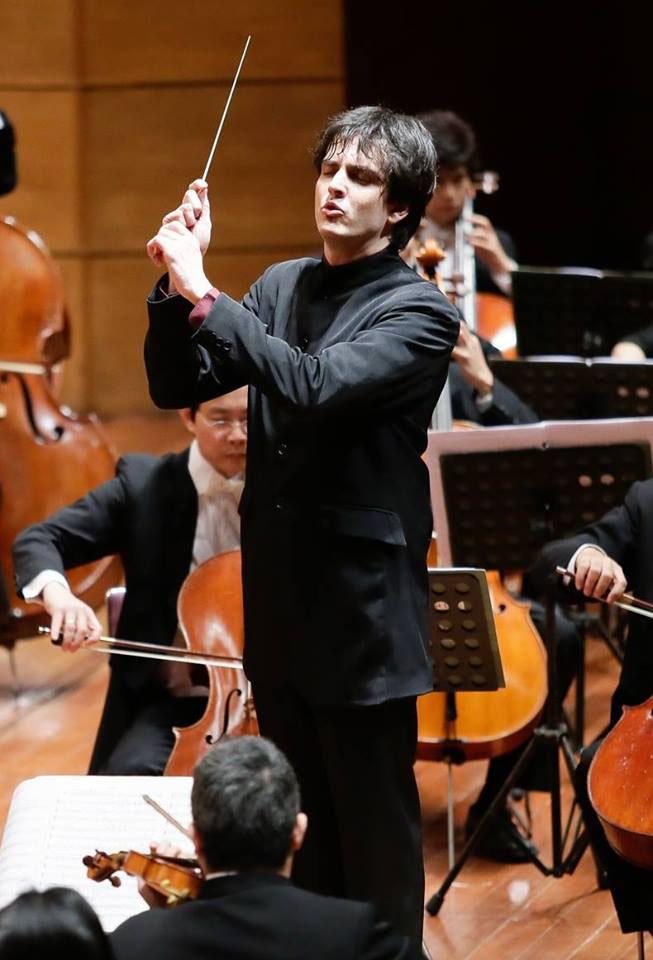 Carlos Izcaray dirigirá Ópera Lucía en Lima en 2015