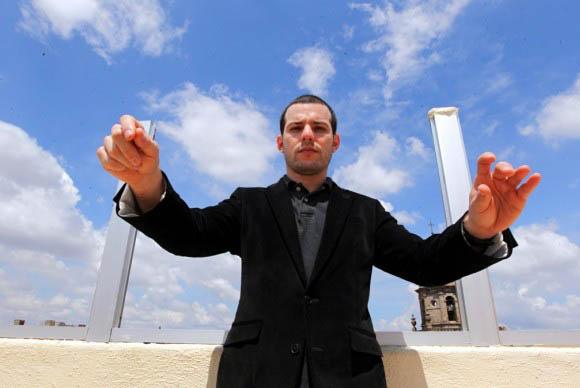 Joshua Dos Santos conduce a la Filarmónica de JAlisco