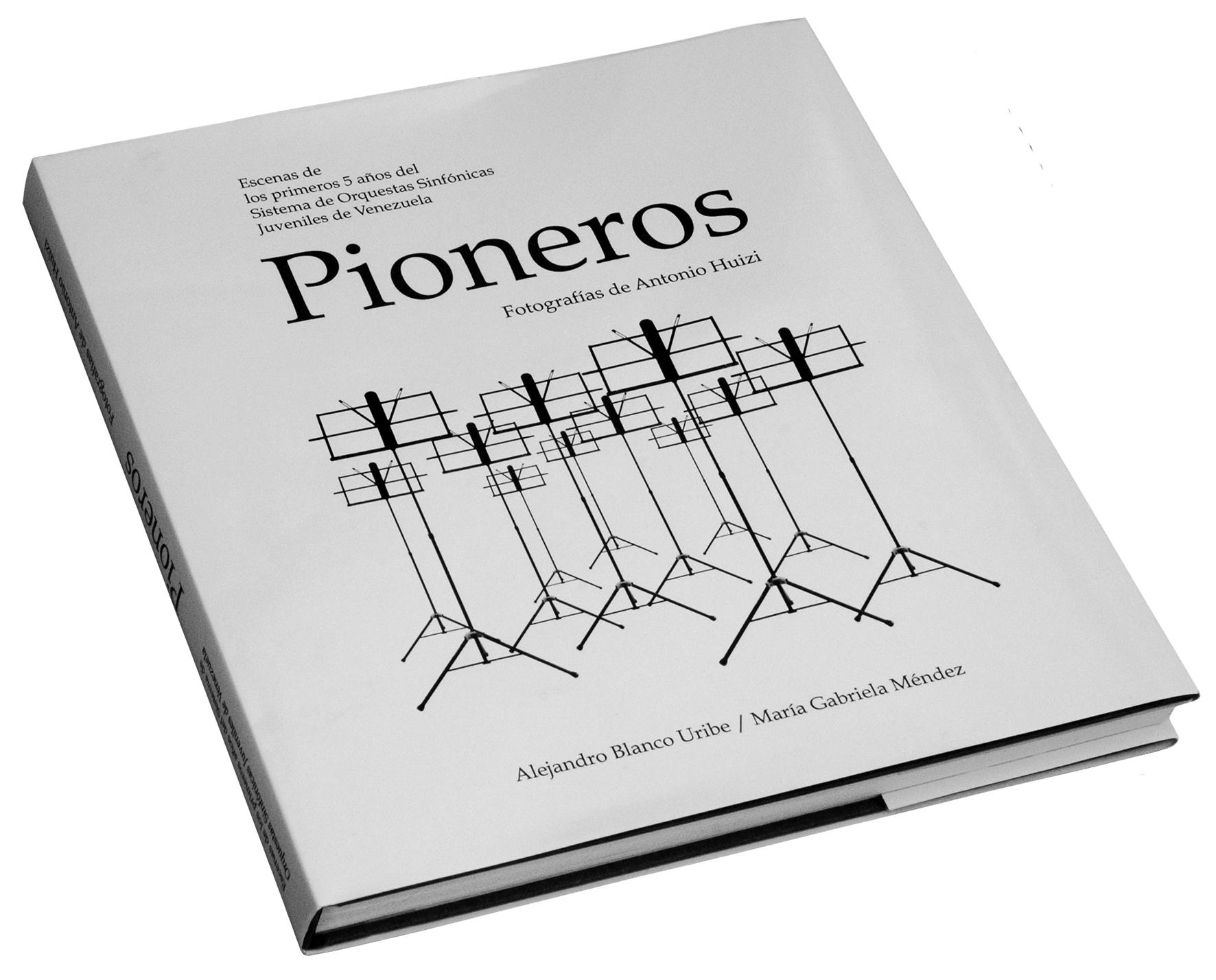 """Libro cerrado """"Pioneros"""""""