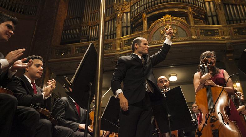 En todas las ciudades el público aplaudió de pié y ovacionó a la Orquesta venezolana