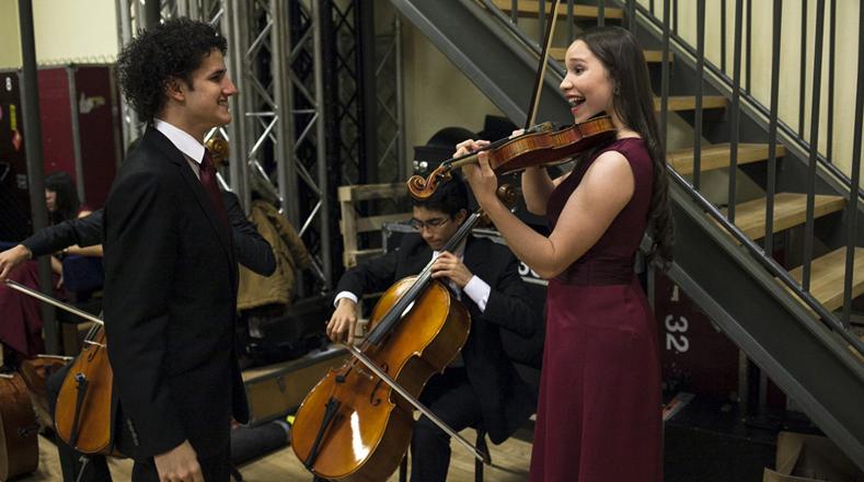 El Sistema de Orquestas de Venezuela, proyecto social para combatir la pobreza a través de la enseñanza de la música.