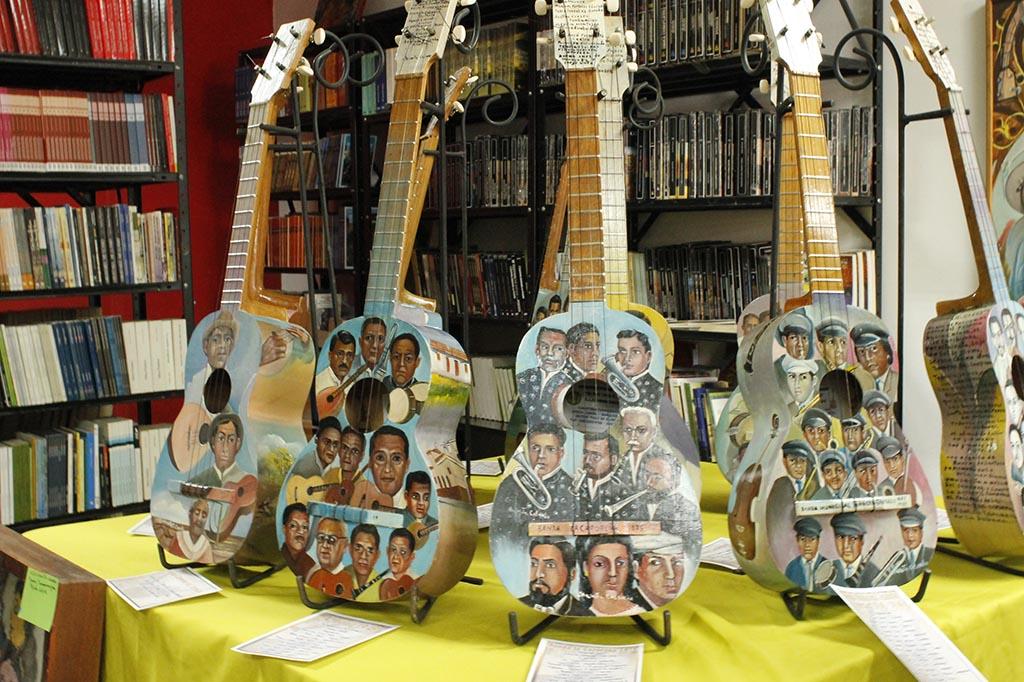 """Chanita Colombo presenta la muestra pictórica """"Raudo Vuelo"""" rindiendo tributo a los músicos caroreños"""