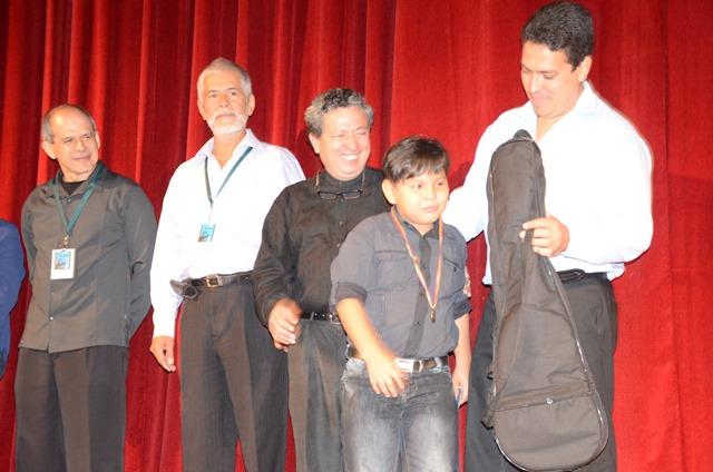 Jesús Enrique Quispe Parra, en competidor más joven de la contienda con 10, obtuvo mención de honor en la Categoría A.