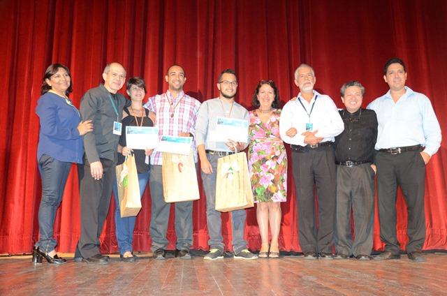 El jurado integrado por los maestros Rafael Suarez, Luis Quintero y José Luis Lara junto a los laureados de la categoría abierta.