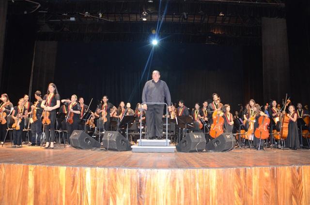 Los virtuosos Efrén Suarez, Frank Maduro, Luis Quintero y Lorenzo Camejo estrenaron para el estado Lara el bello Concierto Andaluz de Rodrigo.