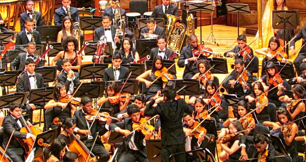 Sinfónica Juvenil del Conservatorio Simón Bolívar cierra temporada bajo la batuta de Dietrich Paredes