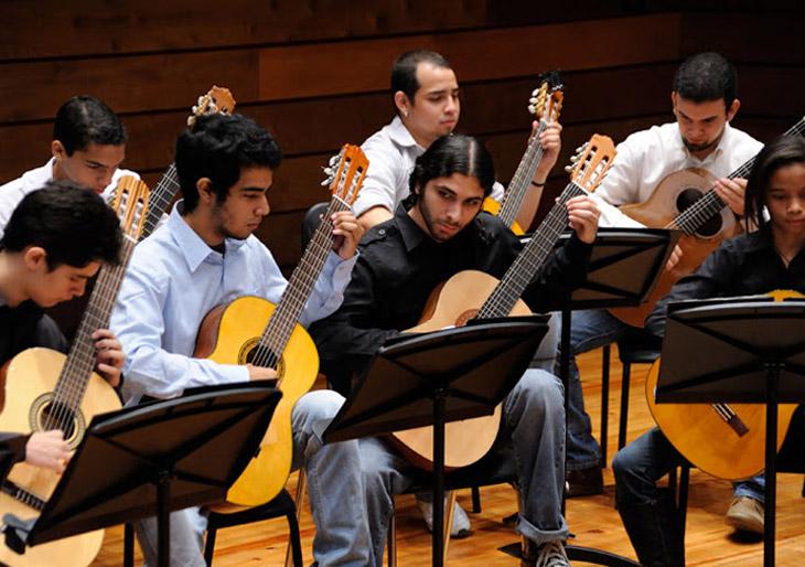 La Orquesta de Guitarras del Conservatorio de Música Simón Bolívar despide el 2015 con música latinoamericana