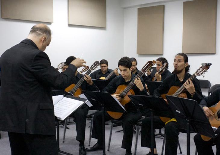 Orquesta de Guitarras y Orquesta de Campanas juntas en concierto