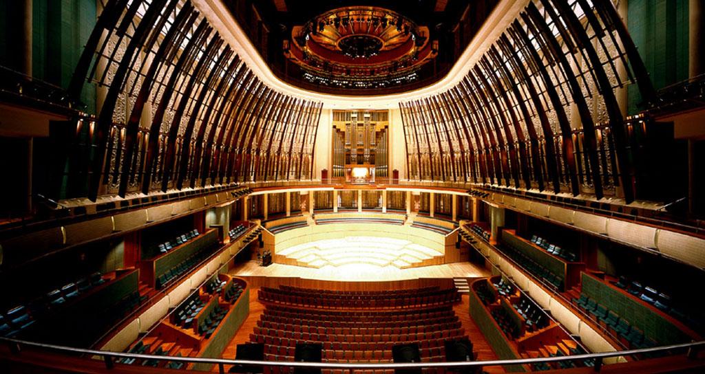 """¿Una ópera o una nave espacial? Los templos del """"bel canto"""" en el siglo XXI"""