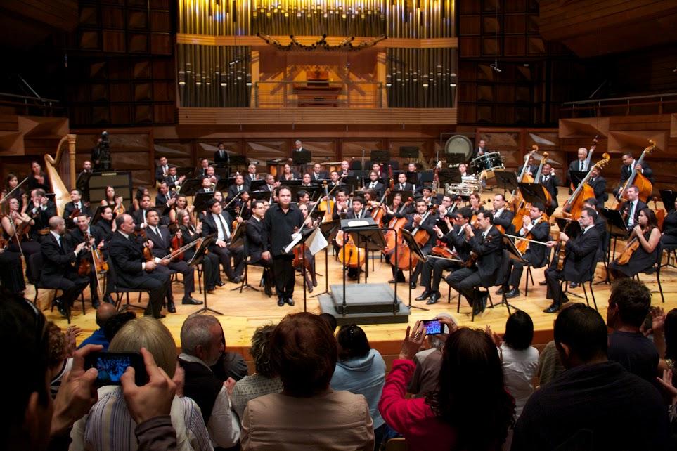 Alexis Cárdenas recibió junto a la orquesta enérgicos aplausos por parte del púbico que llenó la Sala Simón Bolívar