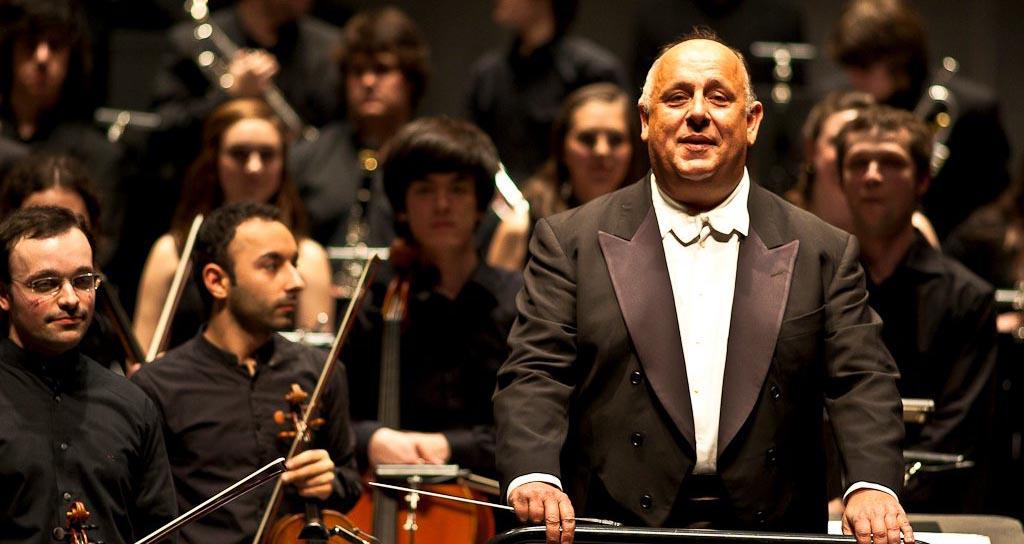 Antonio Saiote dirige a la Banda Sinfónica Juvenil Simón Bolívar en la Consagración de la primavera