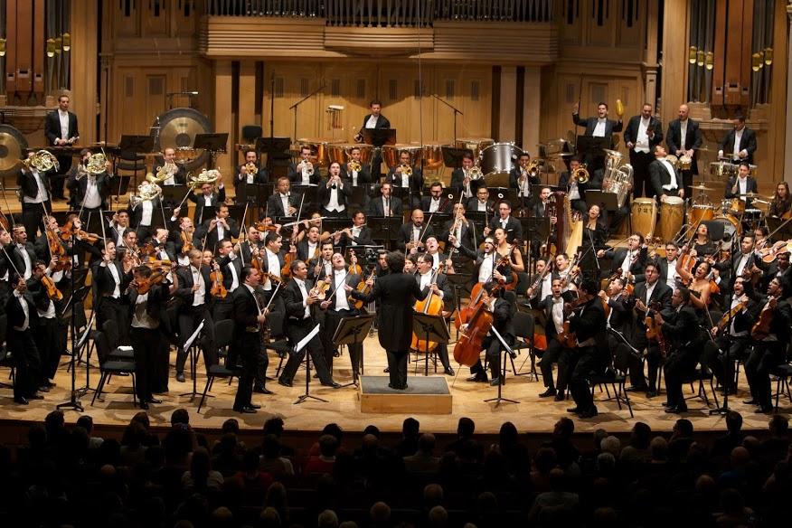 Las ovaciones por parte del público, que tuvieron una duración de 25 minutos, estuvieron seguidas de Pajarillo, Alma llanera y el famoso Mambo