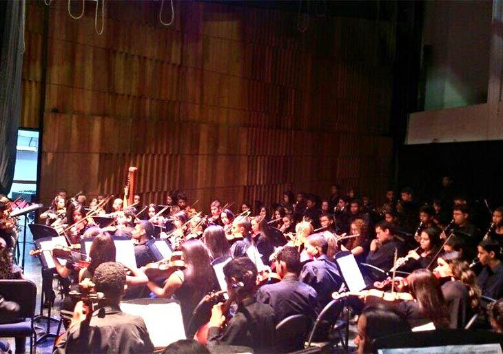 Daniel López dirige la Orquesta Sinfónica Juvenil Mozart de Coro