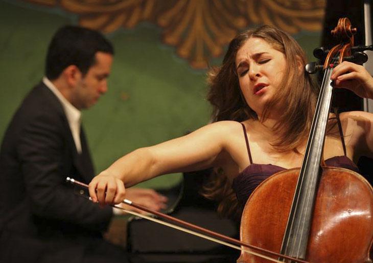 La chelista Alisa Weilerstein debuta en el Palau de la Música con la OV y el Concierto de Elgar