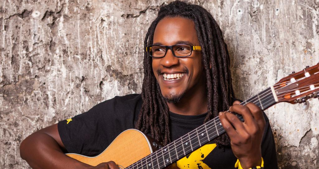 Una voz, una guitarra, la emoción y la energía de E.Sy Kennenga en el C.Cultural Chacao