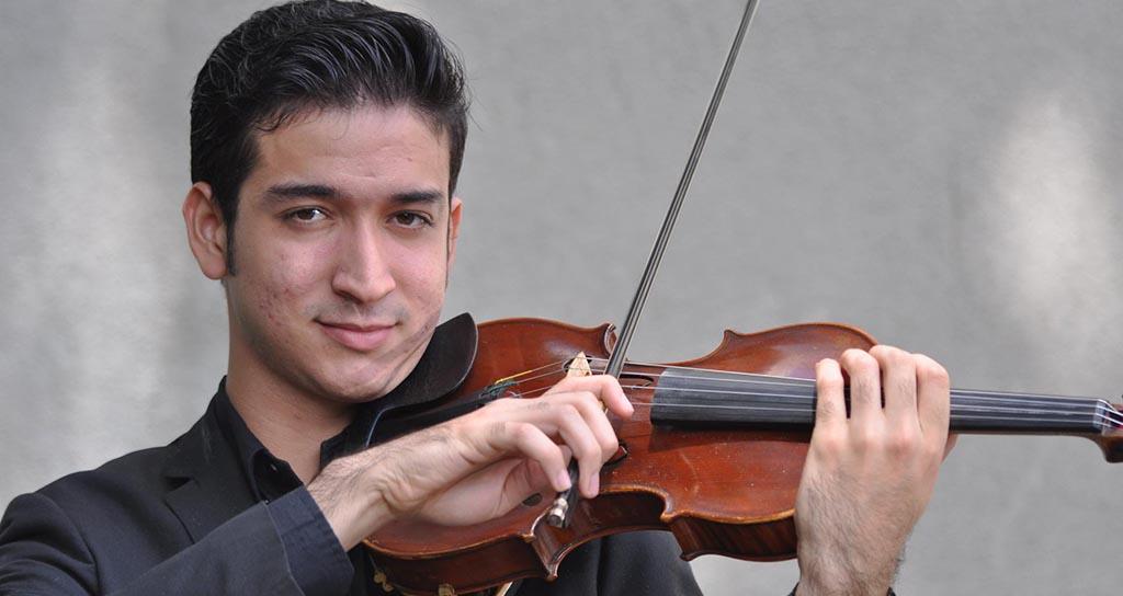 El miembro más joven de la Orquesta Sinfónica de Venezuela tiene 20 años