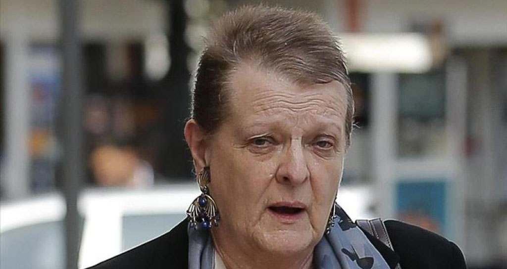 Helga Schmidt quiere contarlo todo… pero el juez no tiene prisa