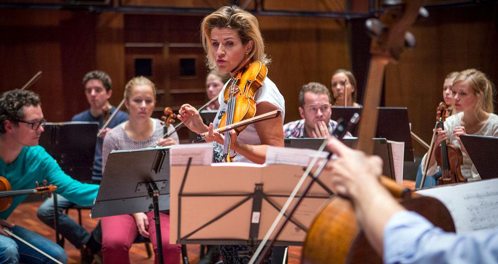 La orquesta que logró cautivar a Anne-Sophie Mutter o Joshua Bell