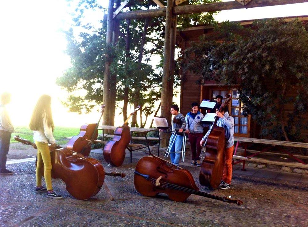 La sección de contrabajos se alista para una nueva jornada de capacitación #CampamentoMusicalFOJI Picarquín 2015