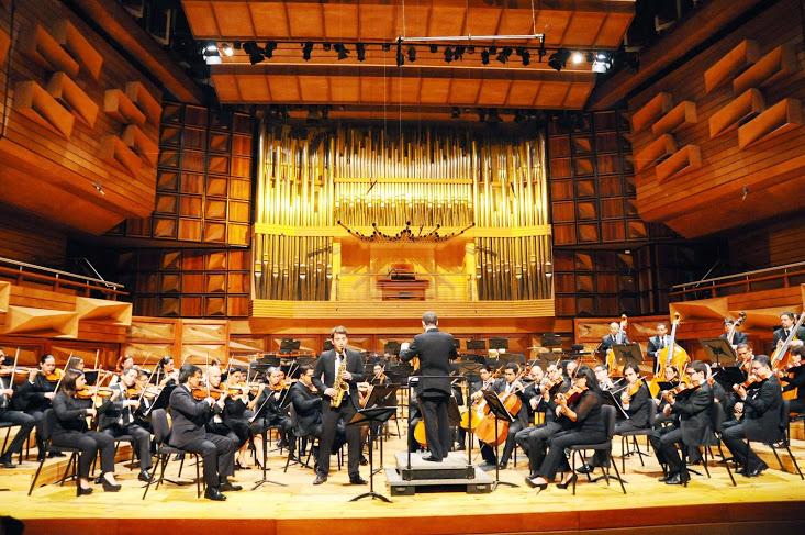 El saxofonista Johannes Pfeuffer (Holanda) actuó durante el primer concierto, acompañado por la Orquesta Sinfónica Simón Bolívar de Venezuela dirigida por Joshua Dos Santos