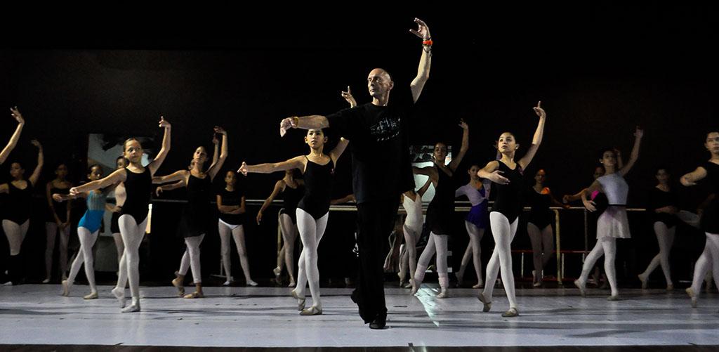 El maestro Rumen Rashev, dictará las clases de técnica, Carácter y Pas de Deux