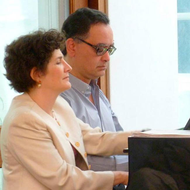 Dúo Sans Palacios toca recital de música francesa a cuatro manos