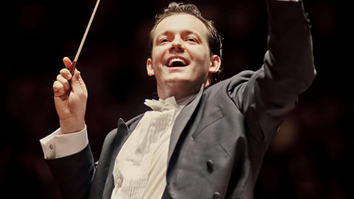 Un tweet adelanta que el conductor letón Andris Nelsons ocupará el cargo de director titular de la Filarmónica de Berlín
