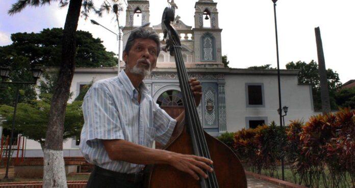 El maestro Hernández ha interpretado la mayor parte del repertorio solista del contrabajo en escenarios de prestigio mundial.