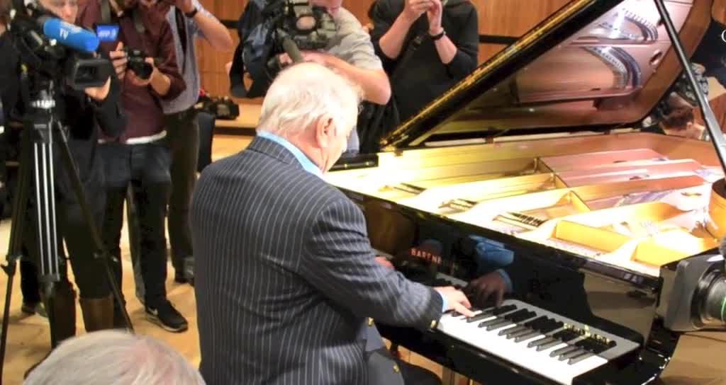 Intérprete genial, Barenboim ahora también reinventó el piano