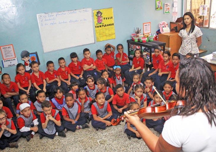 Cerca de 600 niñas y niños de Catia viajaron este martes al fondo de una orquesta