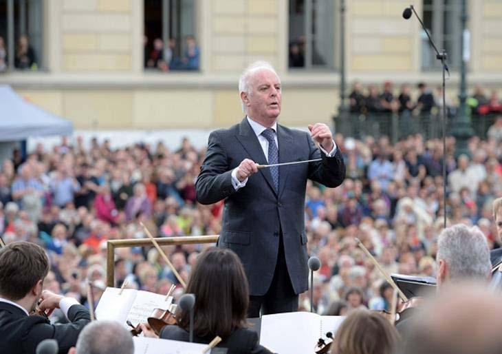 El director de orquesta Barenboim dio un concierto gratuito en Berlín