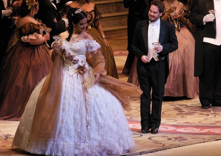 La Traviata pone fin a la serie la ópera en el Teatro Municipal