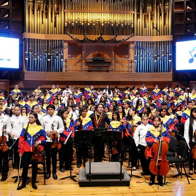 Niños del Bronx y de Caracas hicieron un Concierto de Esperanza