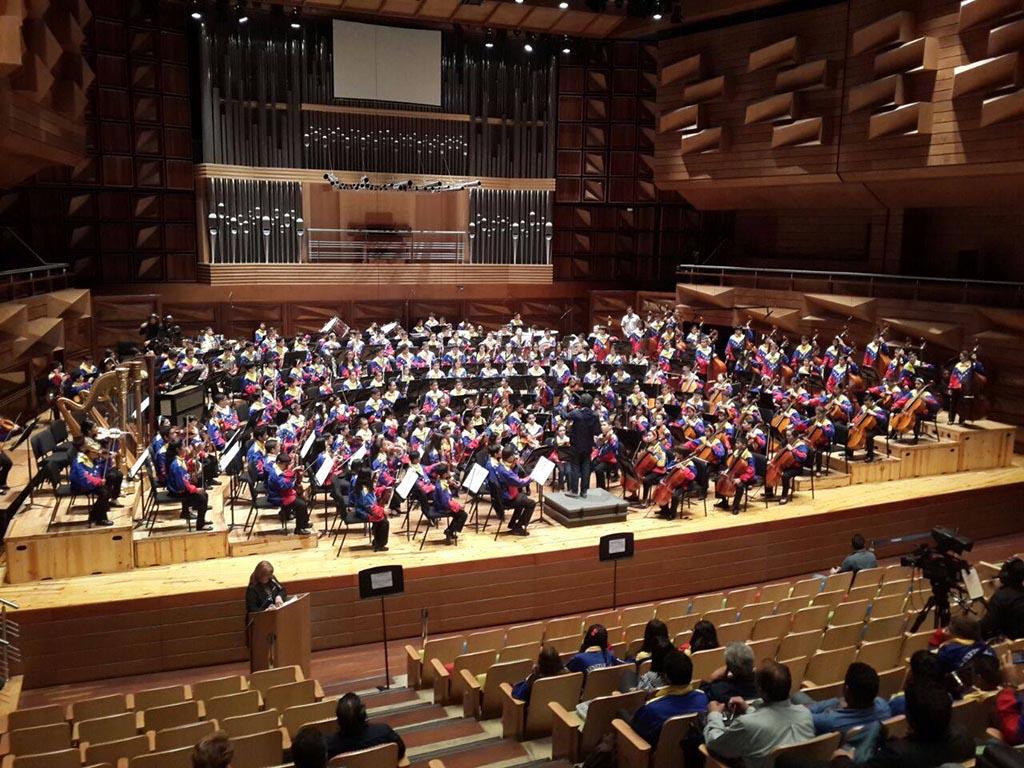 Ensayando arduamente con la nueva Orquesta Nacional Infantil de Venezuela en el Centro Nacional de Acción Social por la Música - Caracas, Venezuela Photo: Nohely Oliveros