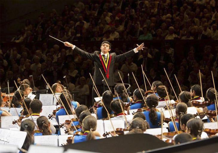 El joven Jesús Parra dirigirá a la SNIV en La Scala de Milán con el maestro Riccardo Chailly