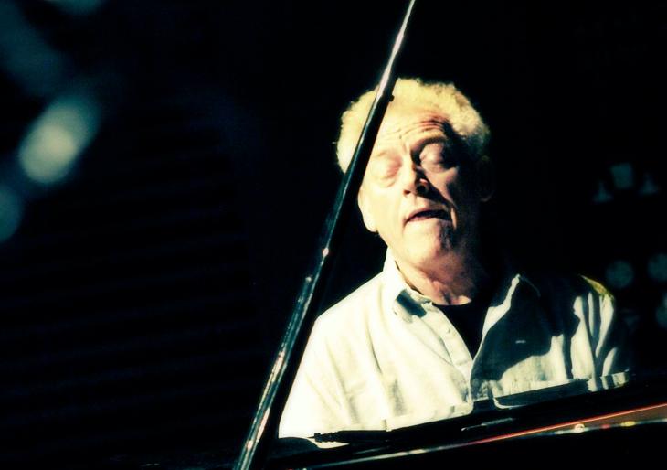 Muere el pianista John Taylor, caído en el escenario