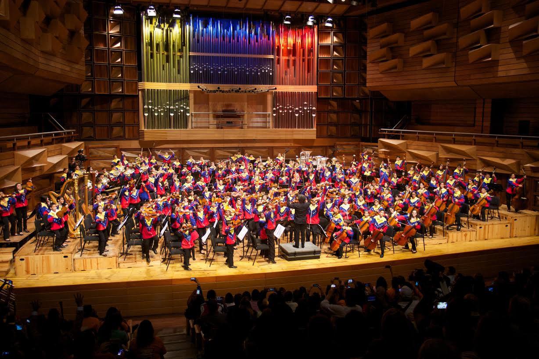 Gustavo Dudamel y la Sinfónica Nacional Infantil de Venezuela en su debut en Caracas