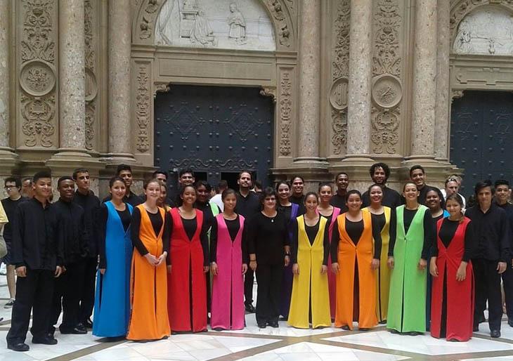 La Schola Juvenil magnetiza a la audiencia en Barcelona