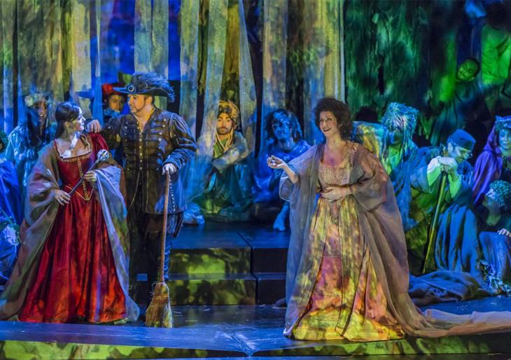 Una escena del ensayo de la ópera 'Falstaff', que se estrena este viernes en el Teatro Campoamor de Oviedo.