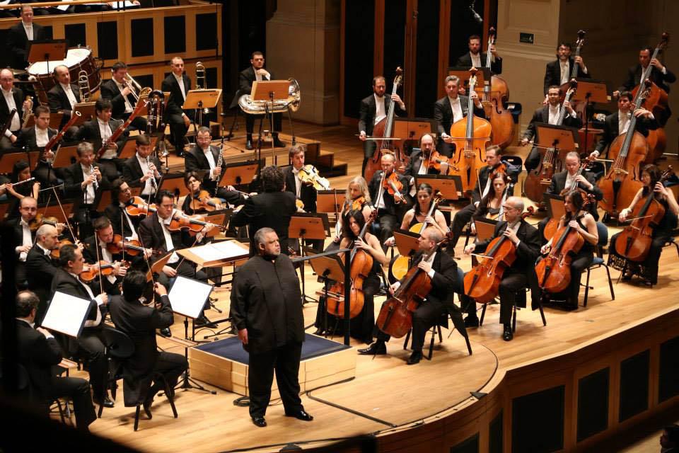Giancarlo Guerrero continua à frente da Osesp neste programa, que tem participação dos Coros da Osesp e Acadêmico da Osesp, e, como solistas convidados, o violonista cubano Manuel Barrueco e os cantores venezuelanos Idwer Alvarez (tenor) e Juan Tomás Martínez (barítono), todos pela primeira vez com a Orquestra.