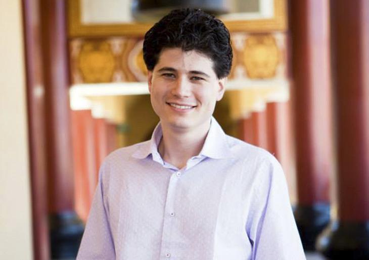 Jorge Luis Uzcátegui fue contratado como director asistente de la Orquesta Sinfónica de Spokane