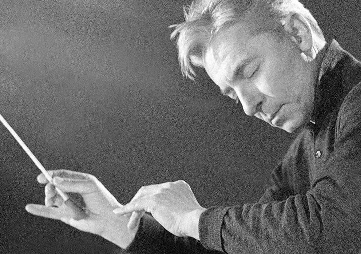 Karajan, el hombre que no abría los ojos