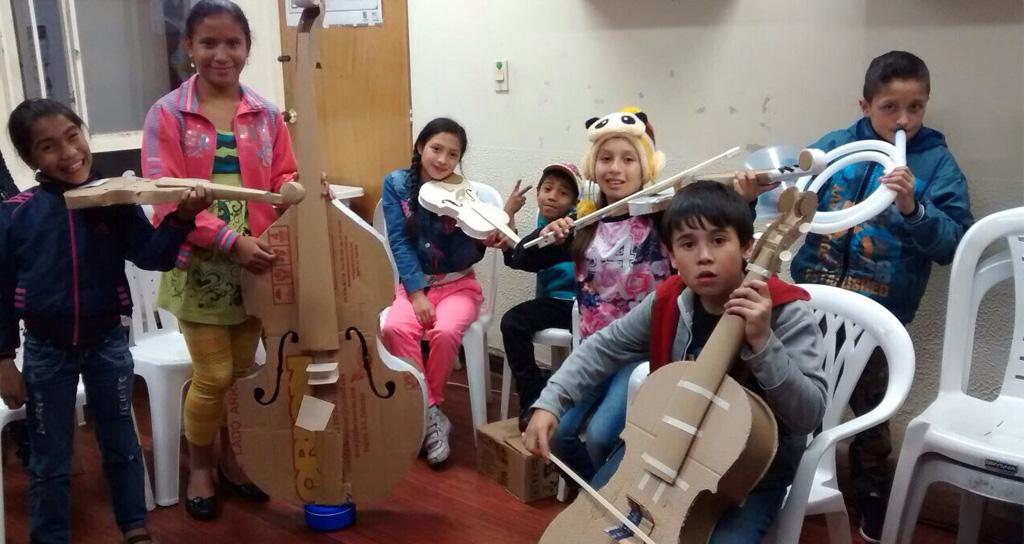 En la Filarmónica de Bogotá: Niños hacen música con orquestas de papel