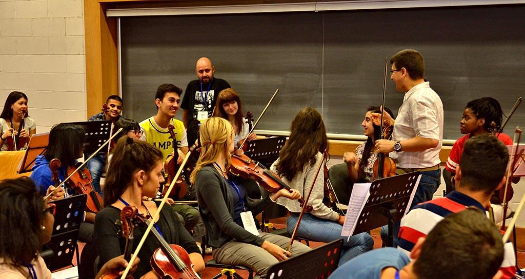 Venezuela enseñó a jugar con la música en el campamento de verano de El Sistema en Europa