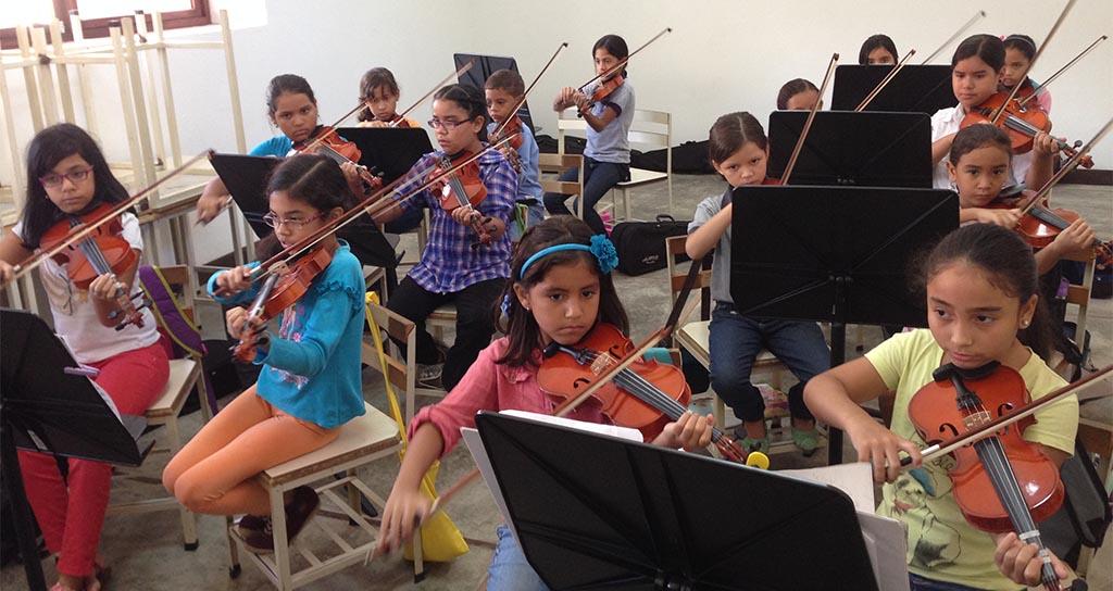 Orquestas de Iniciación y la Sinfónica Infantil Vivaldi del Núcleo Coro realizan concierto de clausura de seminario