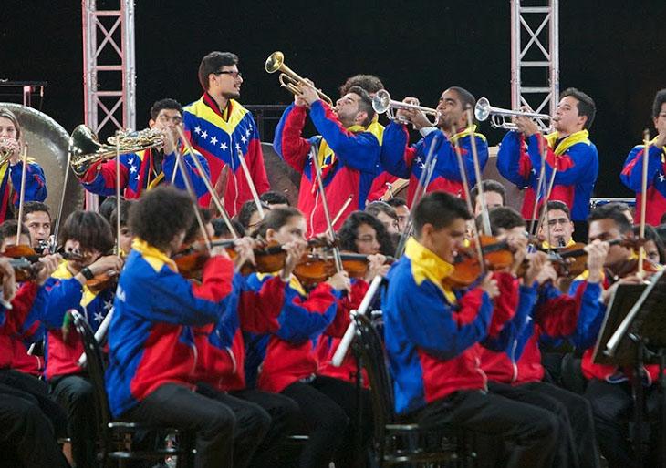 La SJC se despidió de Milán con un concierto a cielo abierto
