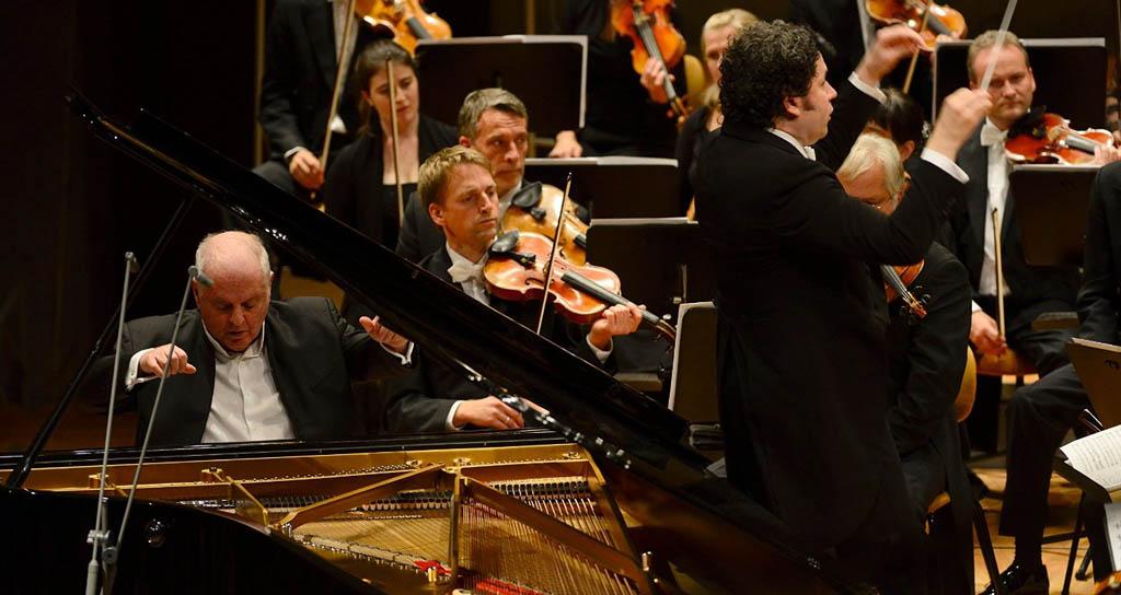 """""""Brahms. The Piano Concertos"""": Las notas simples y perfectas"""